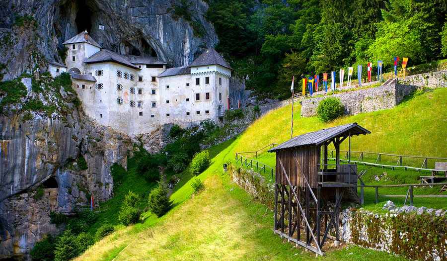 زیباترین قلعه های متروکه جهان تصاویر