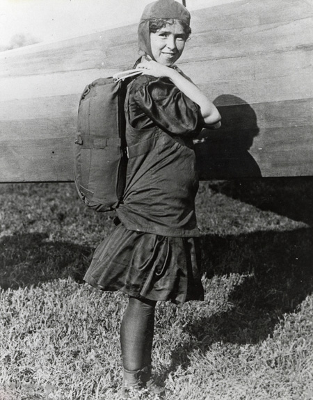 اولین زن چتر باز تاریخ چه کسی است