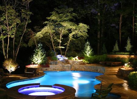 نورپردازی خیره کننده برای استخر خانه های مدرن باید اینگونه باشد