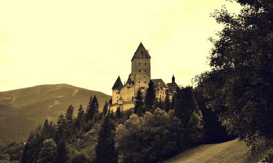 زیباترین قلعه های متروکه جهان