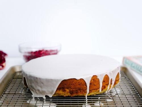 طرز تهیه کیک انار و پسته برای شب یلدا