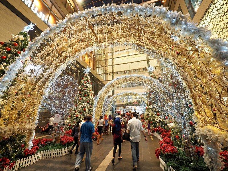 چین و این بار گشتی در زیبایی های جشن های سال نو و کریسمس