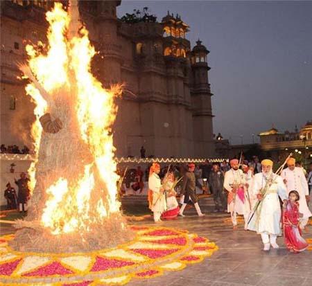 راهنمای سفر به هند برای جشنواره های عجیب