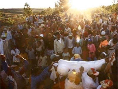 مرگ های عجیب و غریب سراسر دنیا  تصاویر