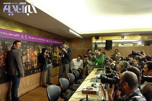 ژست مهران احمدی برای عکاسان جشنواره فیلم فجر/عکس