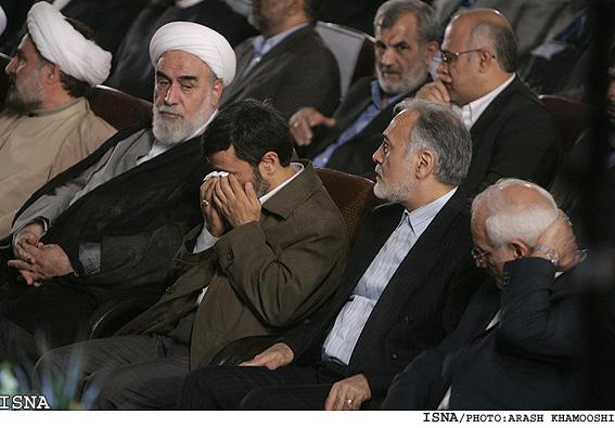 عکس : گریه احمدی نژاد در جشن هسته ای