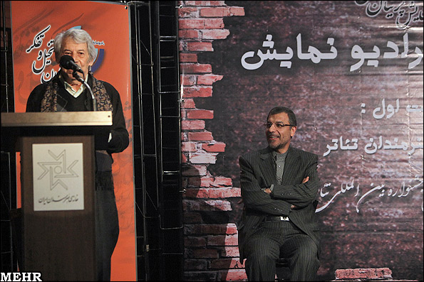 اجرای دو برنامه ویژه فجر با فرزاد حسنی