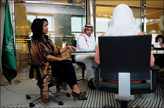 بی حجابی علنی دختران سعودی در جده !!  عکس