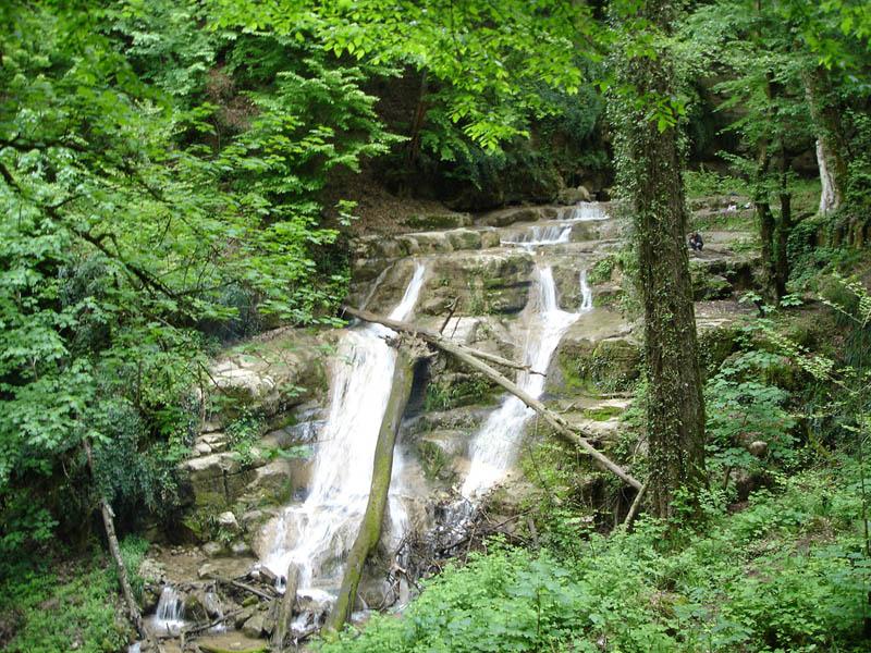 سیری در آبشار بکر و بسیار دیدنی حسینا در بهشت استان گلستان