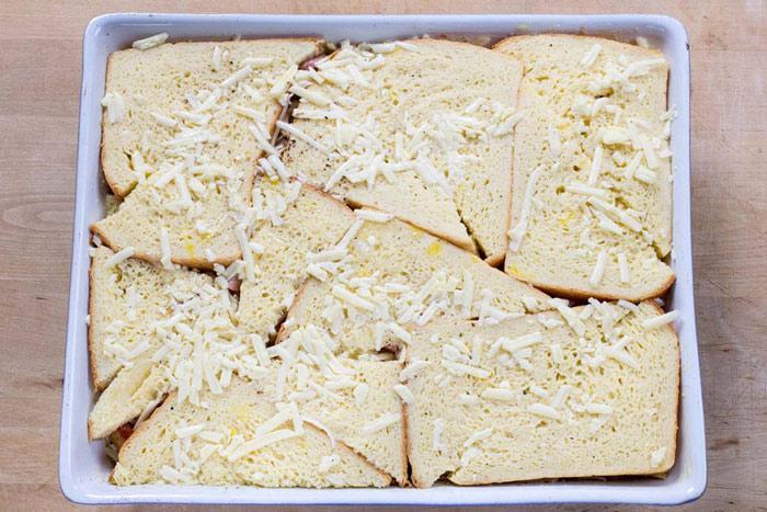 کاسرول ژامبون و پنیر ، یک صبحانه شیک و خوشمزه  تصاویر مراحل پخت