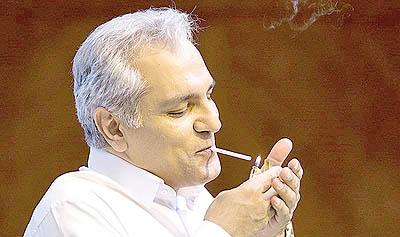 حاشیه های جدید مهران مدیری از سیگار کشیدنش و انتقادهای شدید به وی تا دستمزد میلیونی برای دورهمی