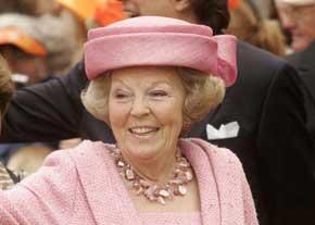 در جریان یک سوء قصد ملکه هلند زنده ماند  عکس