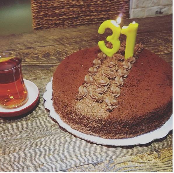 کیک تولد احسان خواجه امیری