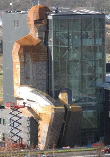 عکسهای دیدنی ساختمانی با ساختار بدن انسان