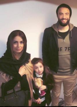 بنیامین بهادری در کنار همسر و دخترش