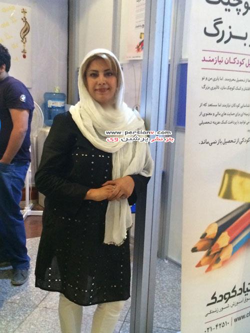 لادن طباطبایی در گالری طلا فروشی اش در برج میلاد تهران