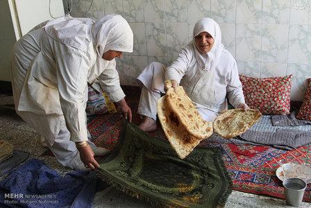 تصاویر جالب از نانوایی خانم ها در بیرجند