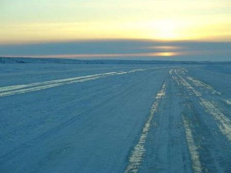 رودخانه ای که در زمستان تبدیل به جاده میشود تصاویر
