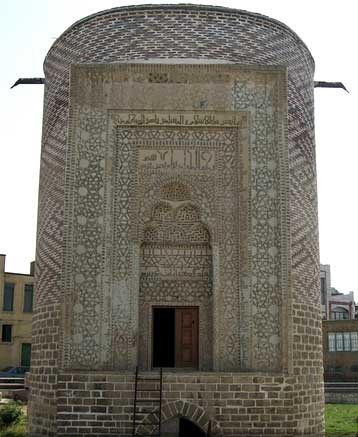 مقبره سه گنبد برج آجری زیبا در ارومیه  تصاویر