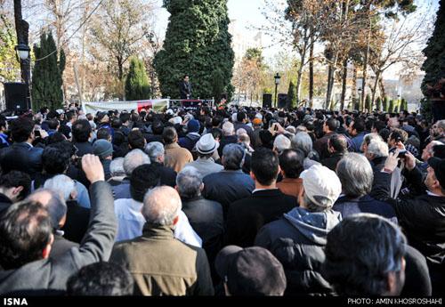 مراسم تشییع مرتضی احمدی با حضور پرشور مردم و هنرمندان