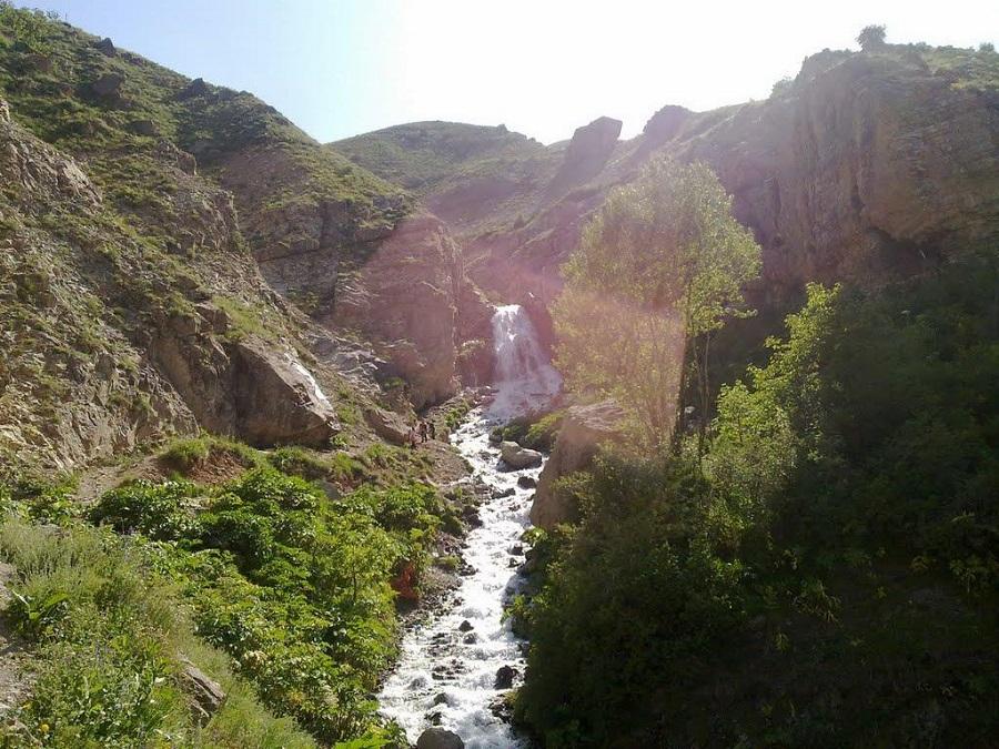 آبشار شکرآب و طبیعتی لذت بخش در فصل گرم