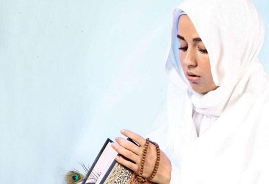 این بازیگر زن نماز اول وقت میخواند
