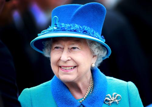 ملکه انگلیس به لورل و هاردی پناه برد