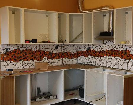 آموزش تزئین دیوار آشپزخانه با کاشی شکسته