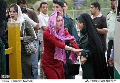 عکس : مبارزه با بدحجابی ( ونک تهران )
