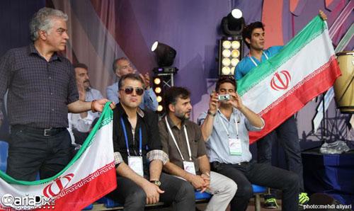اجرای فرزاد فرزین در فستیوال فوتبال هنرمندان