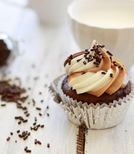 ایده ای جالب و خوشمزه برای تزئین کاپ کیک های ساده  عکس