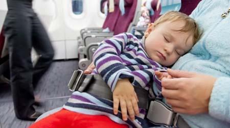 نکات کاربردی برای سفر هوایی بی دردسر و راحت با نوزادان