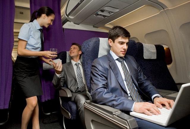 با این کارها پروازهای طولانی را برای خود قابل تحمل و لذت بخش کنید