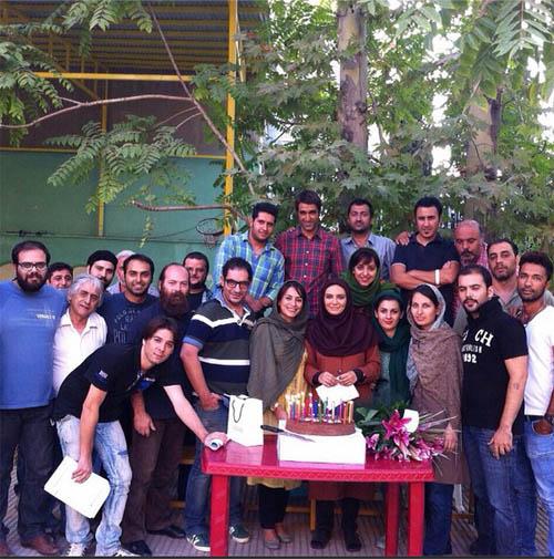 جشن تولد دسته جمعی لیندا کیانی در سر صحنه فیلمبرداری