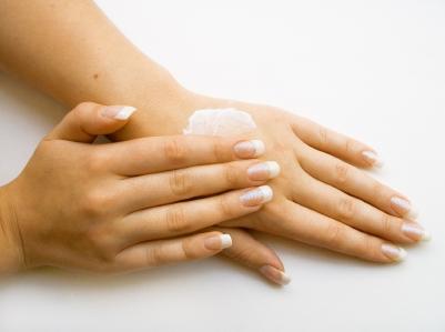 مراقبت از دست و ناخن در ماههای سرد