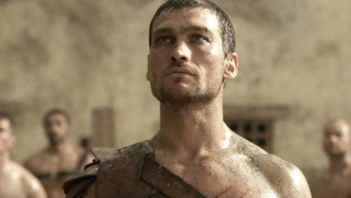 بازیگر سریال «اسپارتاکوس» در جدال با سرطان ناکام ماند  عکس