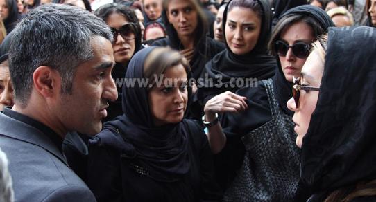 مراسم ختم مادر پژمان جمشیدی با حضور هنرمندان و ورزشکاران