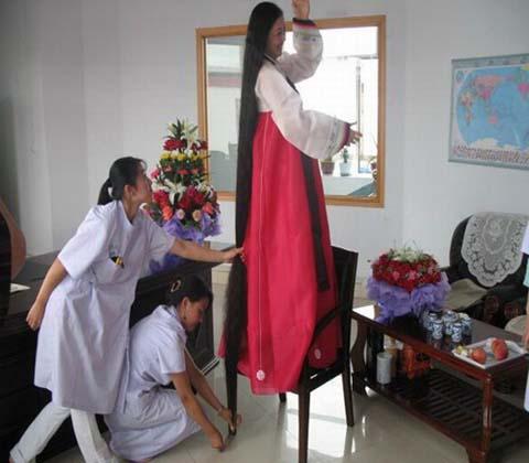 زن چینی رکورددار بلند ترین موی سر جهان  عکس