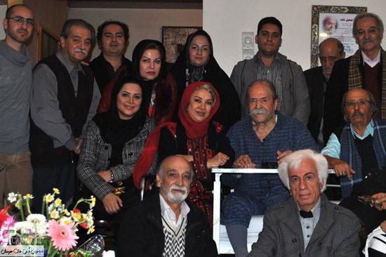 عکس یادگاری بازیگران در عیادت از «محمد علی کشاورز»