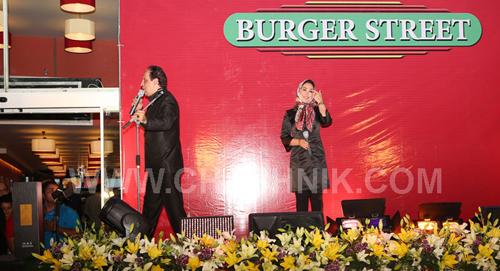 حضور جنجالی محمد رضا گلزار و امین حیایی و الهام حمیدی و سایر بازیگران مشهور در افتتاح رستوران برگر