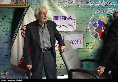 انتقاد تند جمشید مشایخی از یک کارگردان و ترک جلسه