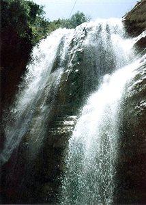 گچان آبشاری بسیار بکر و دیدنی در ایلام