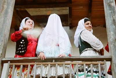 آداب و رسوم مردم گیلان چگونه است؟