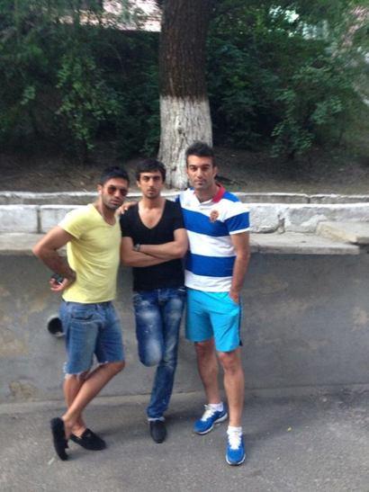 خیابانگردی عمران زاده و نیکبخت با شلوارک