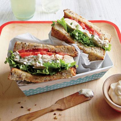طرز تهیه ساندویچ سالاد مرغ و ترخون