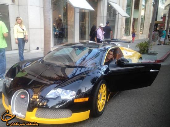 ژست گلزار با یک ماشین میلیاردی ! / عکس