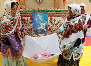 گل غلتان نوزادان یک مراسم جالب در دامغان و سمنان