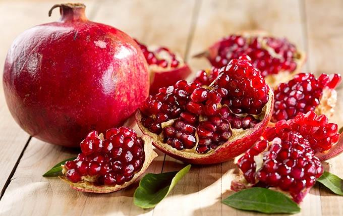 میوههای بهشتی در سفره شب یلدای ایرانی و خواص آنها از نظر قرآن و معصومین(ع)