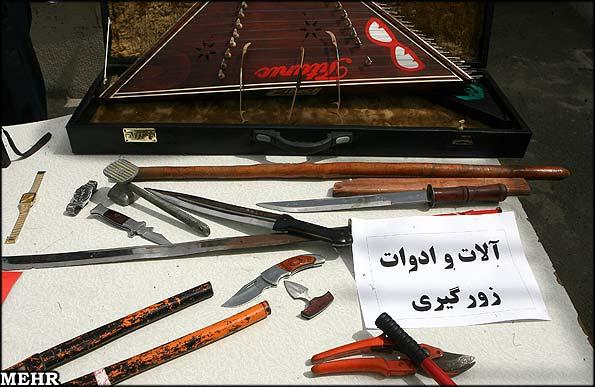 عکس: سنتور در میان ادوات زورگیری ...!