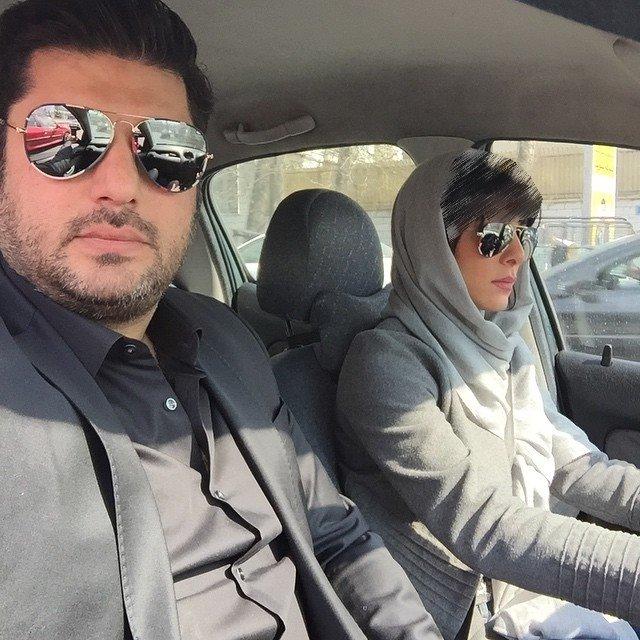 سلفی سام درخشانی و همسرش در راه رستوران